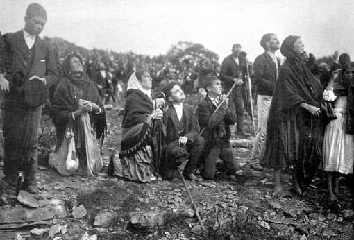 Pèlerins lors de l'apparition du 13 octobre 1917 à Fatima